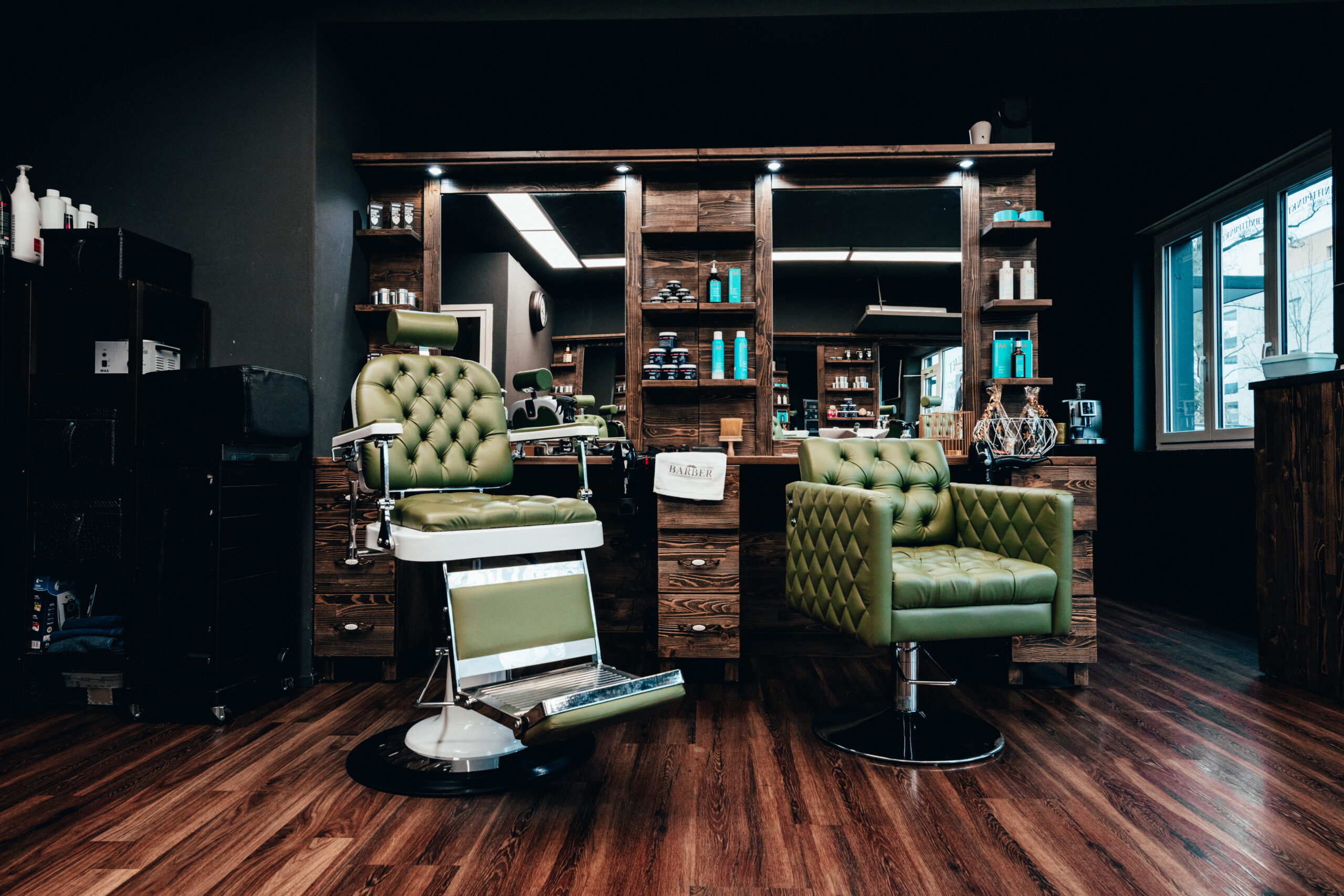 barber shop coiffeur inside