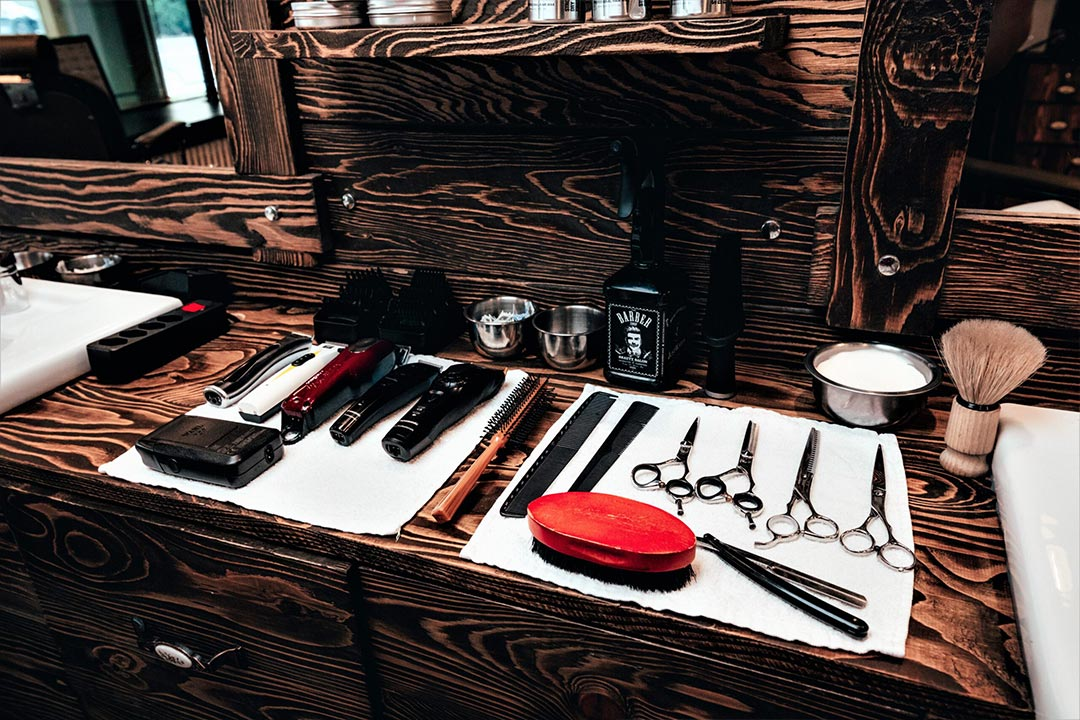 barber and coiffeur tools